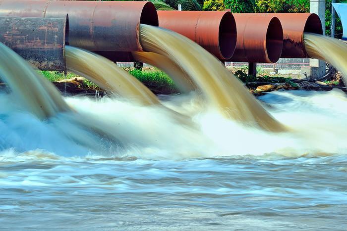Загрязненная вода