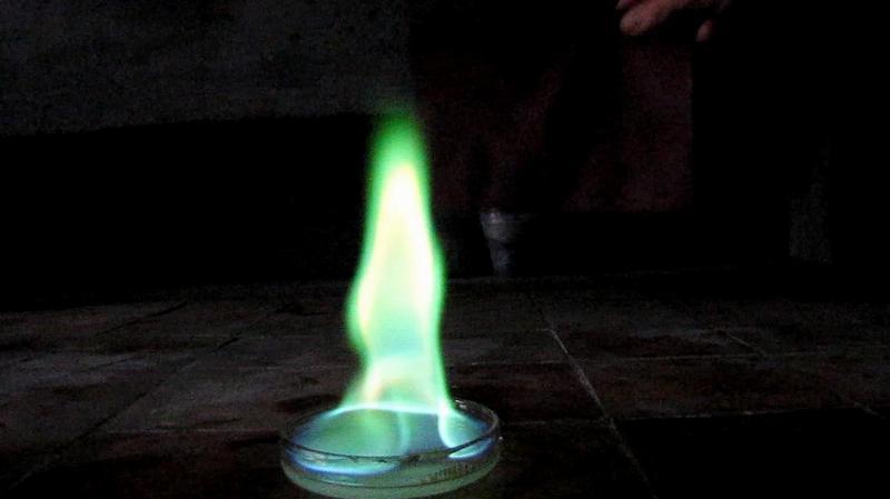 Метиловый спирт горит зелёным пламенем