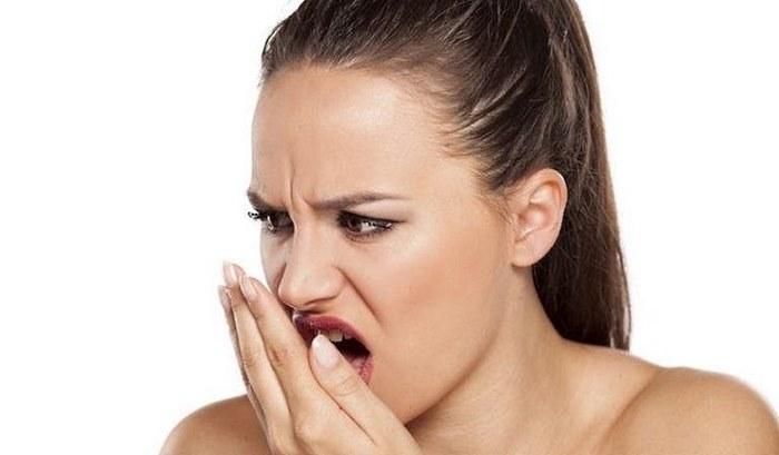 Запах горького миндаля изо рта