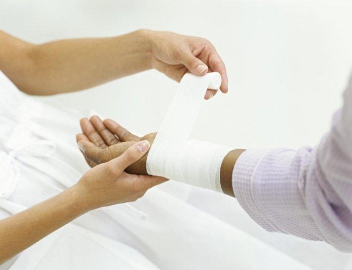 Перевязка с использованием противоинфекционной мази