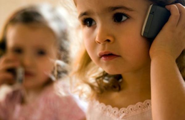 Использование мобильника детьми