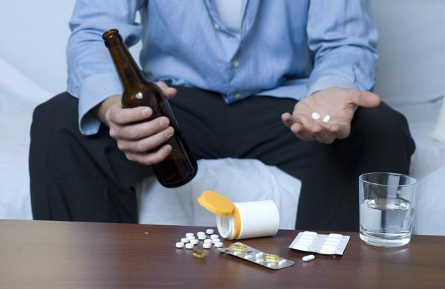 Прием лекарства совместно с алкоголем